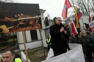 Tomasz Sakiewicz na demonstracji w 6. rocznicę katastrofy smoleńskiej.