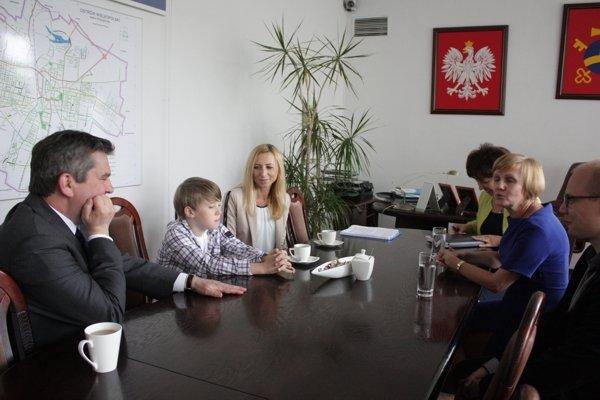 Pamiątkowe zdjęcie ze spotkanie Nikodema Pietrasa z Jarosławem Urbaniakiem, prezydentem Ostrowa Wielkopolskiego