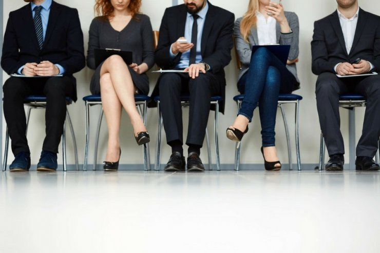 20 proc. pracujących Polaków uważa swoich szefów za autorytet. Cała reszta takich szefów szuka.
